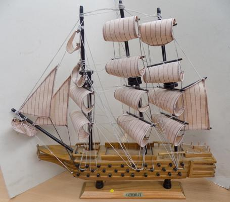 "Vintage model Galleon - Victoria I - 22"" long"