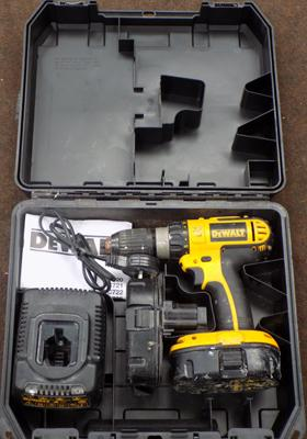 Dewalt 18V cordless drill, 2 batteries, charger - in box W/O