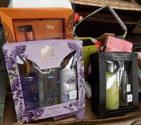 Mixed box of gift sets