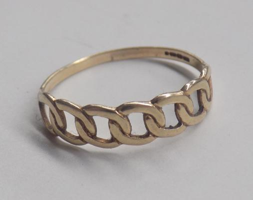 9ct gold loop link ring, approx. size O