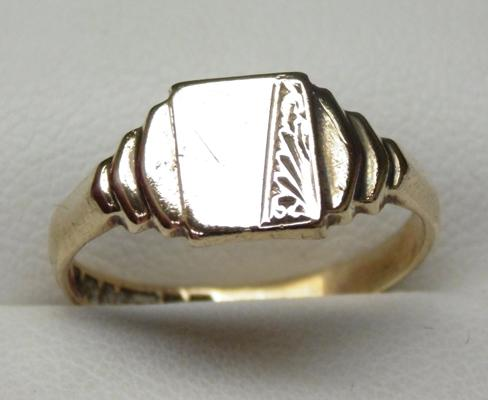 9ct gold signet ring size O