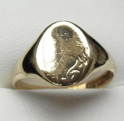 9ct gold signet ring size T1/2