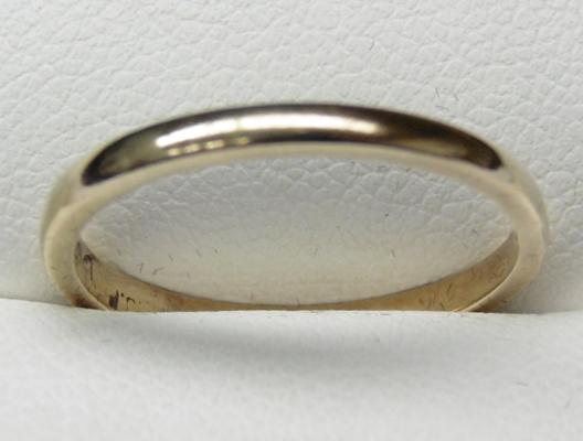 9ct gold plain band ring size O1/2