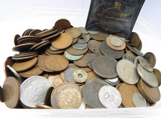 Large tub of mixed coins, mainly English coins: cartwheels, shilling, crowns, half & full pennies etc...