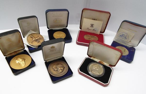 Collection of commemorative coins, proof medallions, Isle of Mann crown 1982 - from Royal Mint, Tower Mint etc...