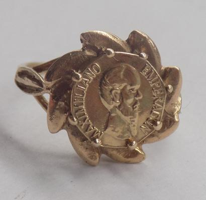 9ct gold ring with gold coin