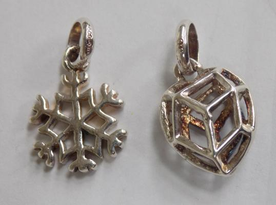 Two sterling silver links of London charms