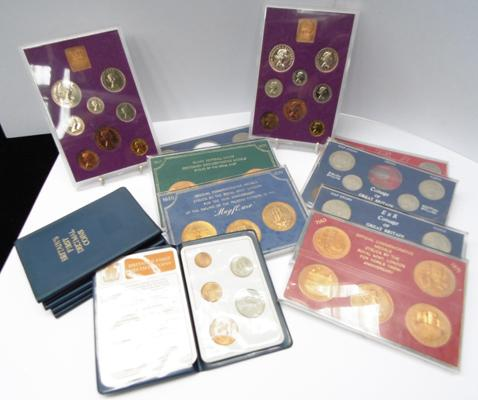 Collection of Britain's first decimal coins - coin set from 1961 to 1970, & commemorative coins - Rugby, Mayflower ship etc...