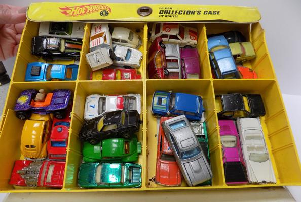 Hot Wheels collectors case and app 30 cars