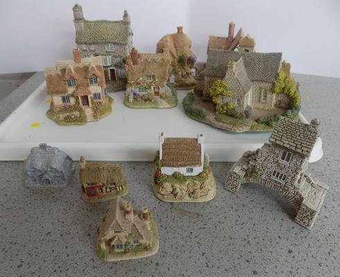 One tray of Lilliput Lane
