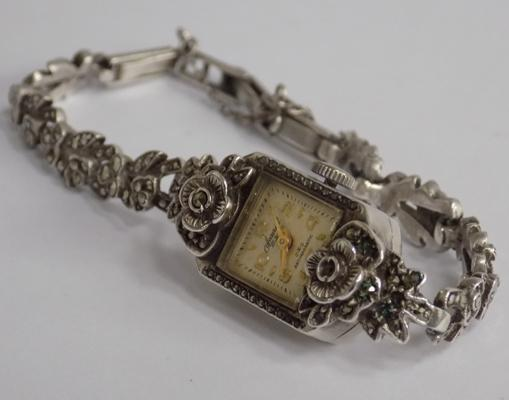 1959 hallmarked women's accurist watch