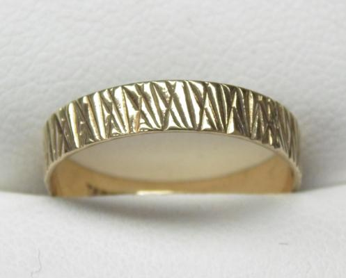 9ct gold ring size L1/2