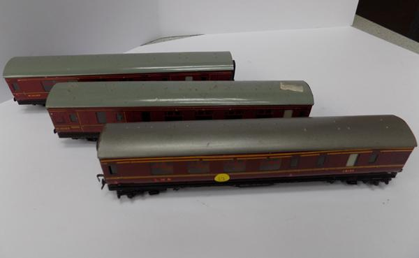 3 tin plate Hornby Dublo carriages