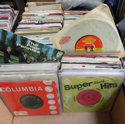 Large collection of 1960's collectable singles, incl. Beatles, Stones, Four Pennies, Small Faces, Chuck Berry etc...