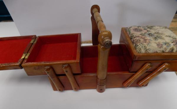 Small Cantilever sewing box