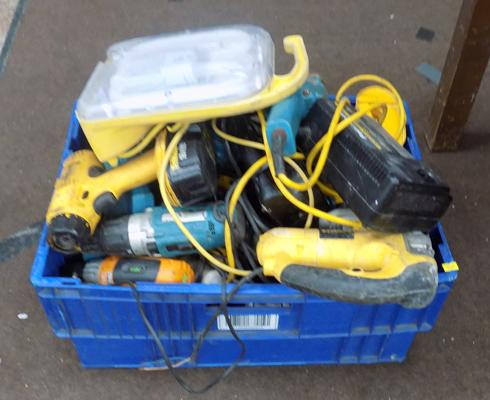 Large box of mixed power tools, incl. Dewalt, Makita