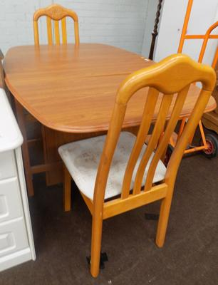 Table and 2 chairs - table at fault (loose hinge)