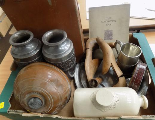 Large box of mixed vintage collectables