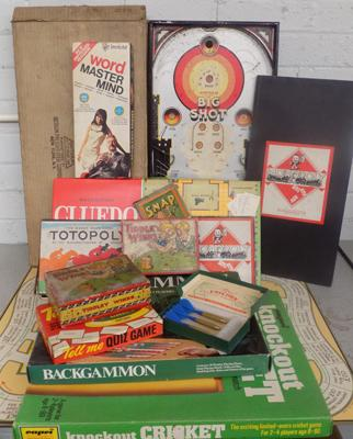 Large selection of mixed vintage games/board games, incl. Cluedo, Monopoly & many more