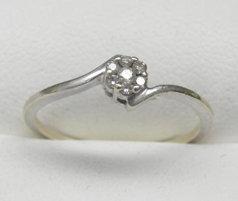 9ct white gold diamond cluster ring - approx size O1/2