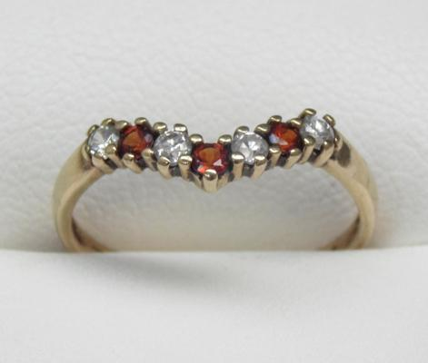 9ct gold garnet wishbone ring size N1/2