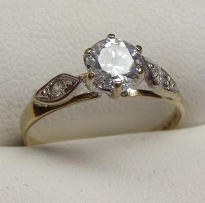 9ct gold solitaire ring size N