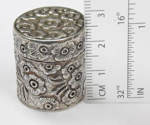 925 silver trinket box/ pill box with floral pattern - marked 925 on base