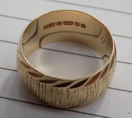 9ct gold barrel ring
