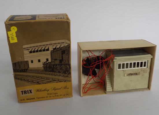 Trix no. 279 - boxed whistling signal, box with light