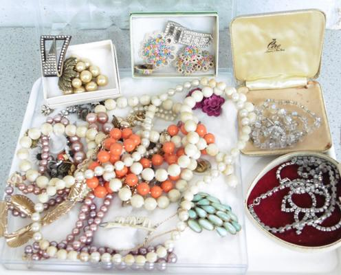Selection of vintage jewellery