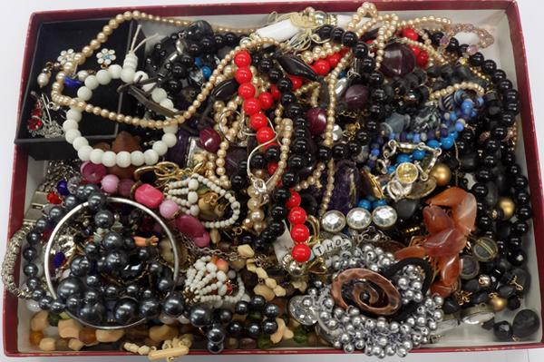 Tray of costume jewellery inc silver