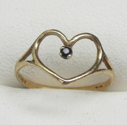 9ct gold heart ring with solitaire sapphire size M