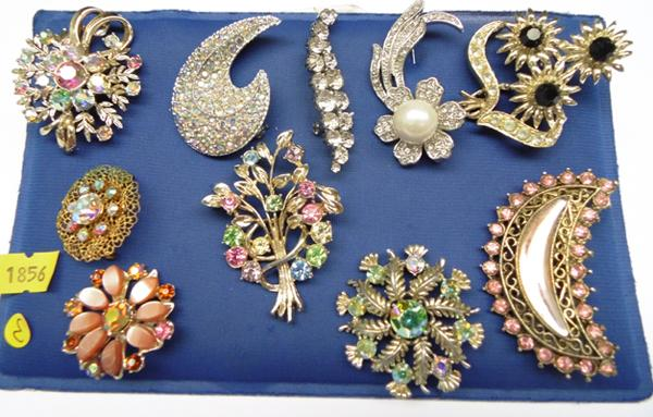Selection of quality brooches - some vintage