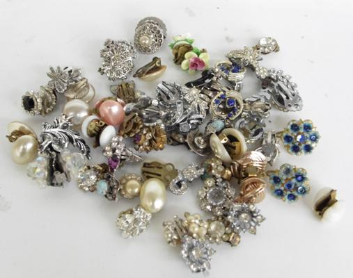 Selection of vintage earrings incl. clip on ones