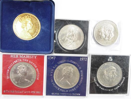 Twenty one carat gold plated £5 coin + other items, incl. Crown & commemorative items