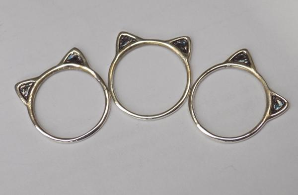 Three 925 silver 'kitty kat' rings