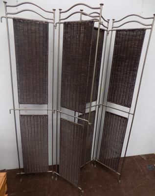 Iron screen divider