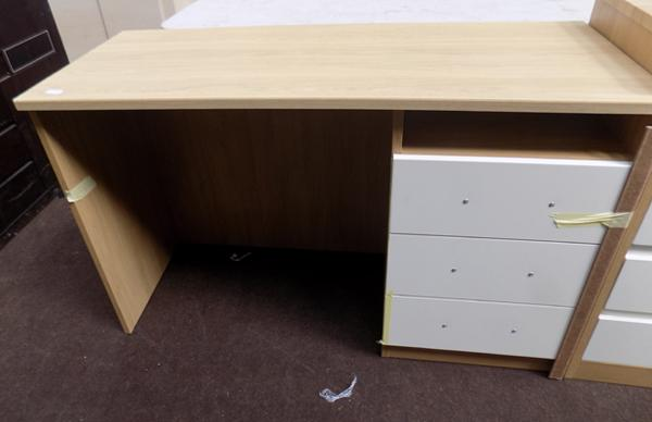 New modern 3 drawer desk