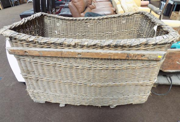 Industrial linen basket
