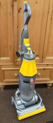 Dyson vac upright, needs new belt (DC07)