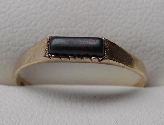 Vintage 9ct gold ring with black stone - approx. size L 1/2