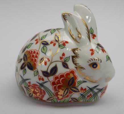 Royal Crown Derby Meadow rabbit paperweight with gold stopper