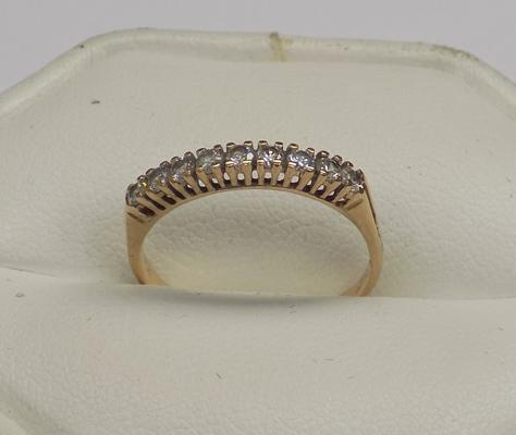 9ct gold half eternity ring, size N