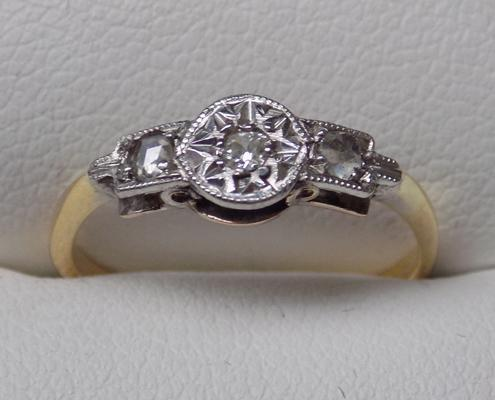 18ct gold and platinum diamond ring - approx. size K
