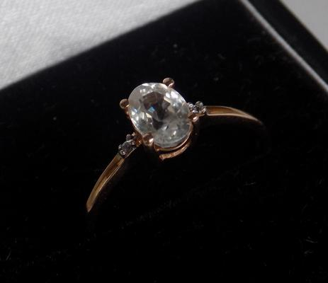 10k gold clear stone ring, approx. size Q, TggC (Gemporia)