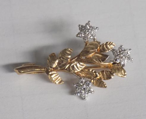 9ct gold flower brooch