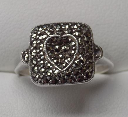 Vintage sterling silver marcasite stone heart ring - approx size O