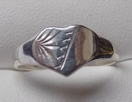 Solid silver heart signet ring - approx. size O1/2