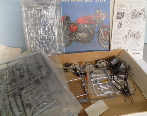 Vintage boxed Heller, No. 984 kit, Honda 950 S, some pieces opened, with instructions, 1/6scale