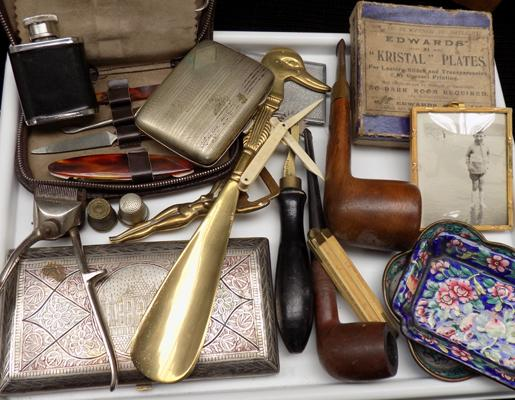 Mixed tray of vintage collectables